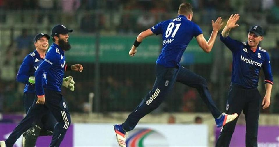 Debutant Jake Ball gets Five-for as ENG down Bangladesh