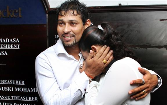 Emotional Dilshan retires from Test Cricket