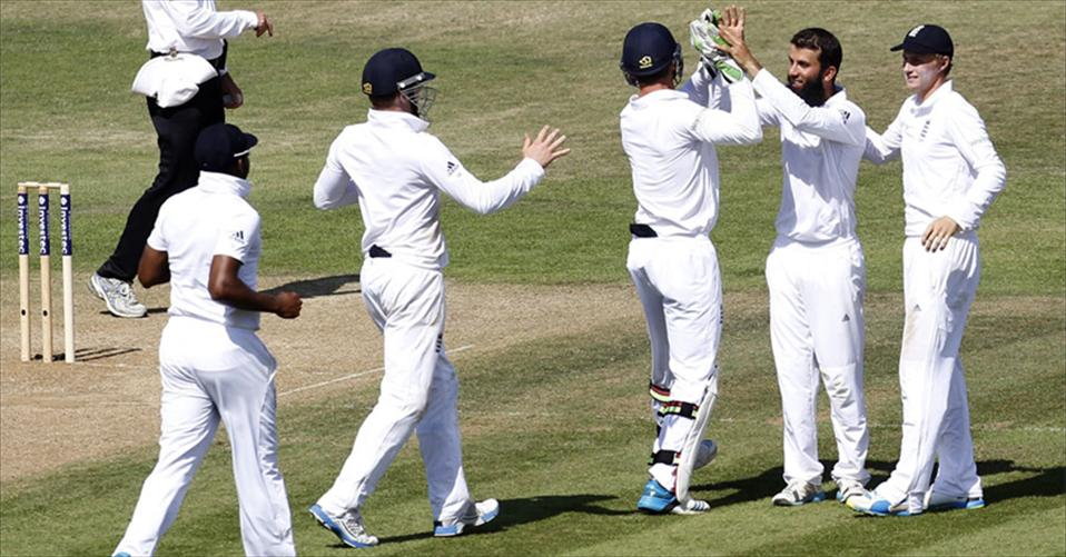 England square the series with a thumping win