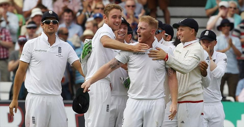 England thump Australia to regain the Ashes