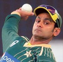 Hafeez for test on bowling action