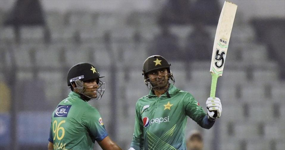 Malik and Akmal ensure Pak jump UAE hurdle