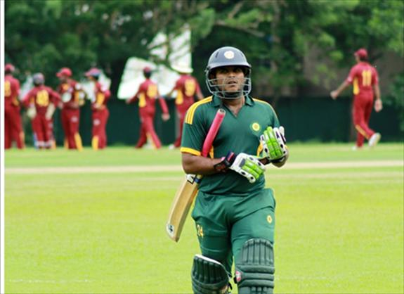 Munaweera hit 142 as main clubs record wins