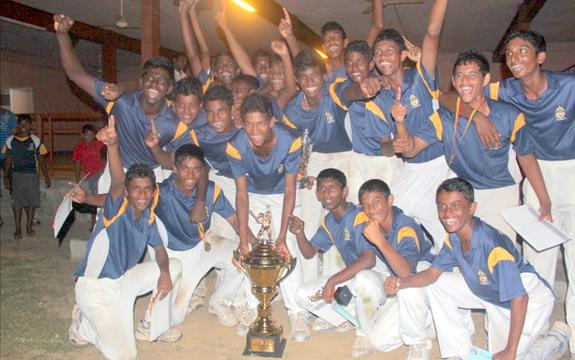 Peters beat Richmond by 1 run to win the  U15 title