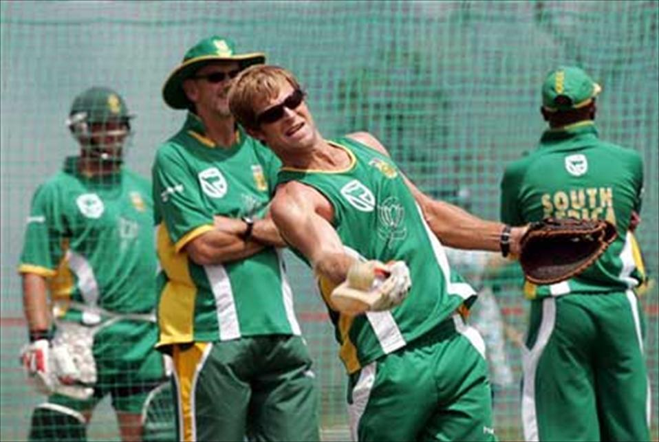 SLC in talks with Rhodes for brief coaching stint