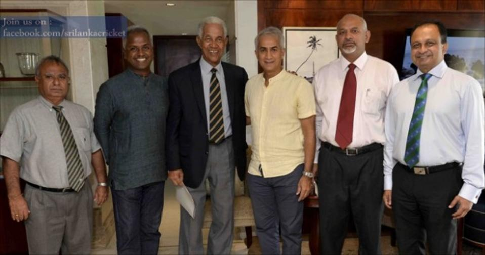 Sir Garfield Sobers arrives in Sri Lanka