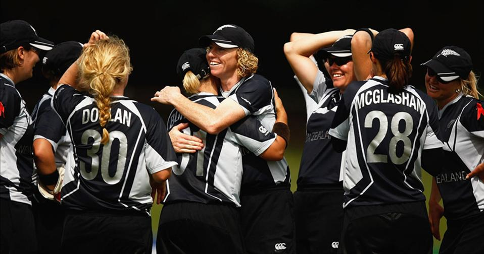 Spinners polish off SL Women after Rachels ton