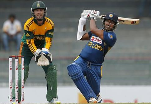Sri Lanka amass 320 for 5