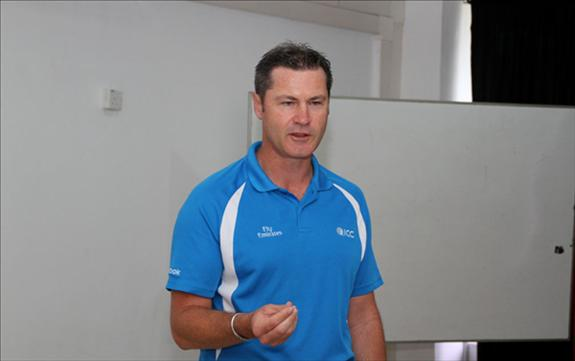 Training session on umpiring by Simon Taufel