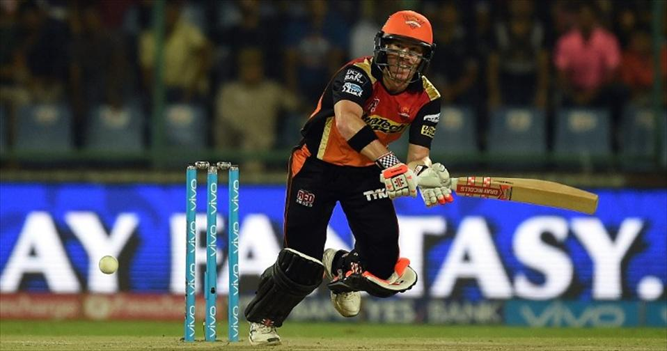 Warner steers Sunrisers into their maiden IPL final