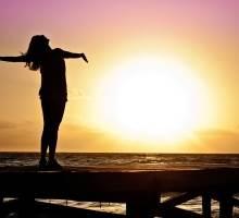 Los 10 motivos para viajar sola y 5 destinos ideales