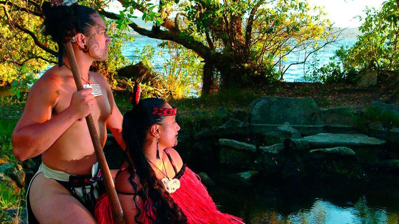Hombre y mujer maori