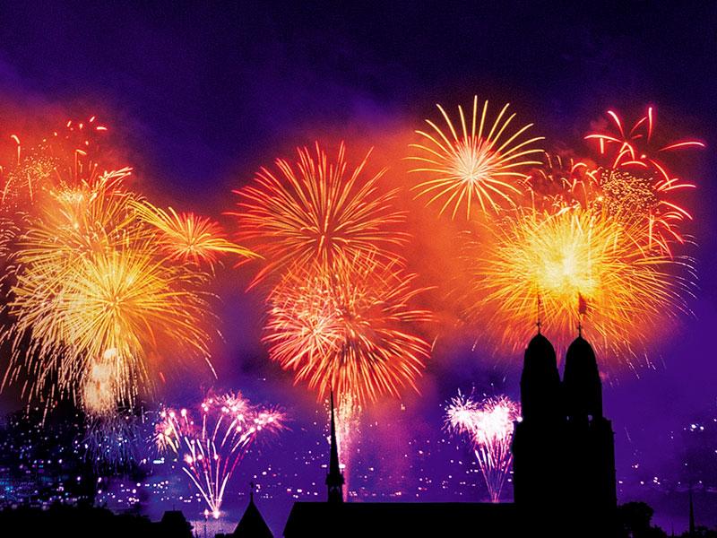 Fuegos artificiales en la fiesta de fin de año de Zurich