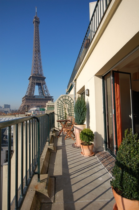 Paris apartment short term rental quai branly branly for Appart hotel 8eme paris