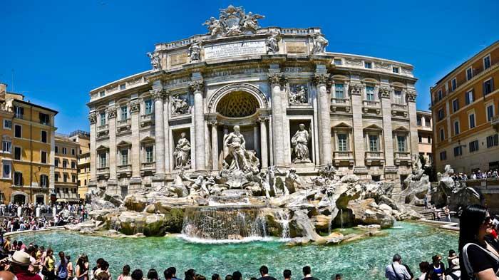 Panorama of the Fontana di Trevi