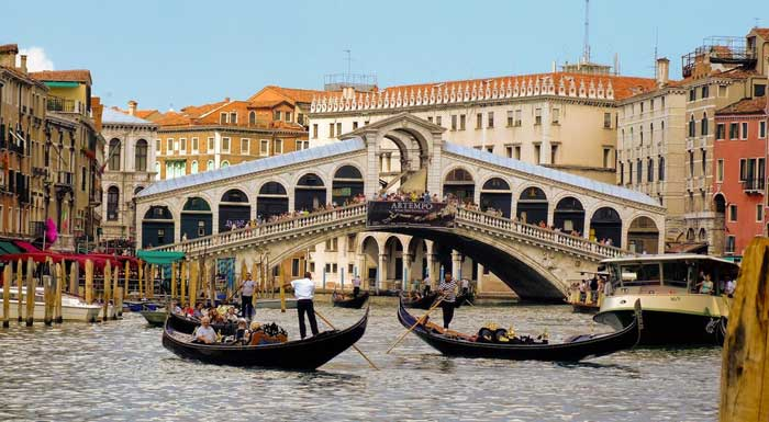 Rialto Bridge Over the Canal Grande, Venezia