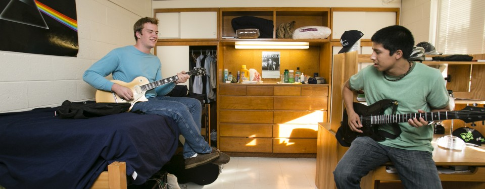 dorm or home essay In this essay, i will compare and contrast the views and opinions on life in the dorm versus life back home to begin, i would like to state my own opinion on dorm life  personally, i find college dorm life better than life at home .