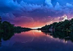 Lightning_at_sunset