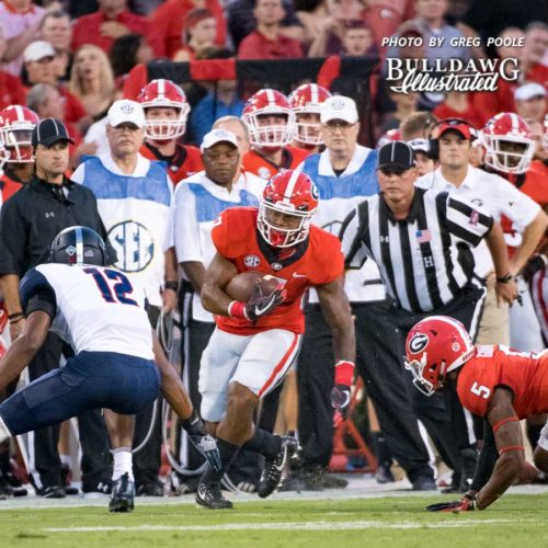 D'Andre Swift (7) gets to the edge on Samford's defense - UGA vs. Samford - Athens, GA, Saturday, Sept. 16, 2017
