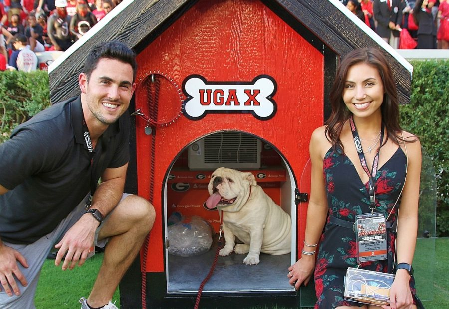 Aaron Murray, Sharon Stufken and Uga X (Photo by Rob Saye)