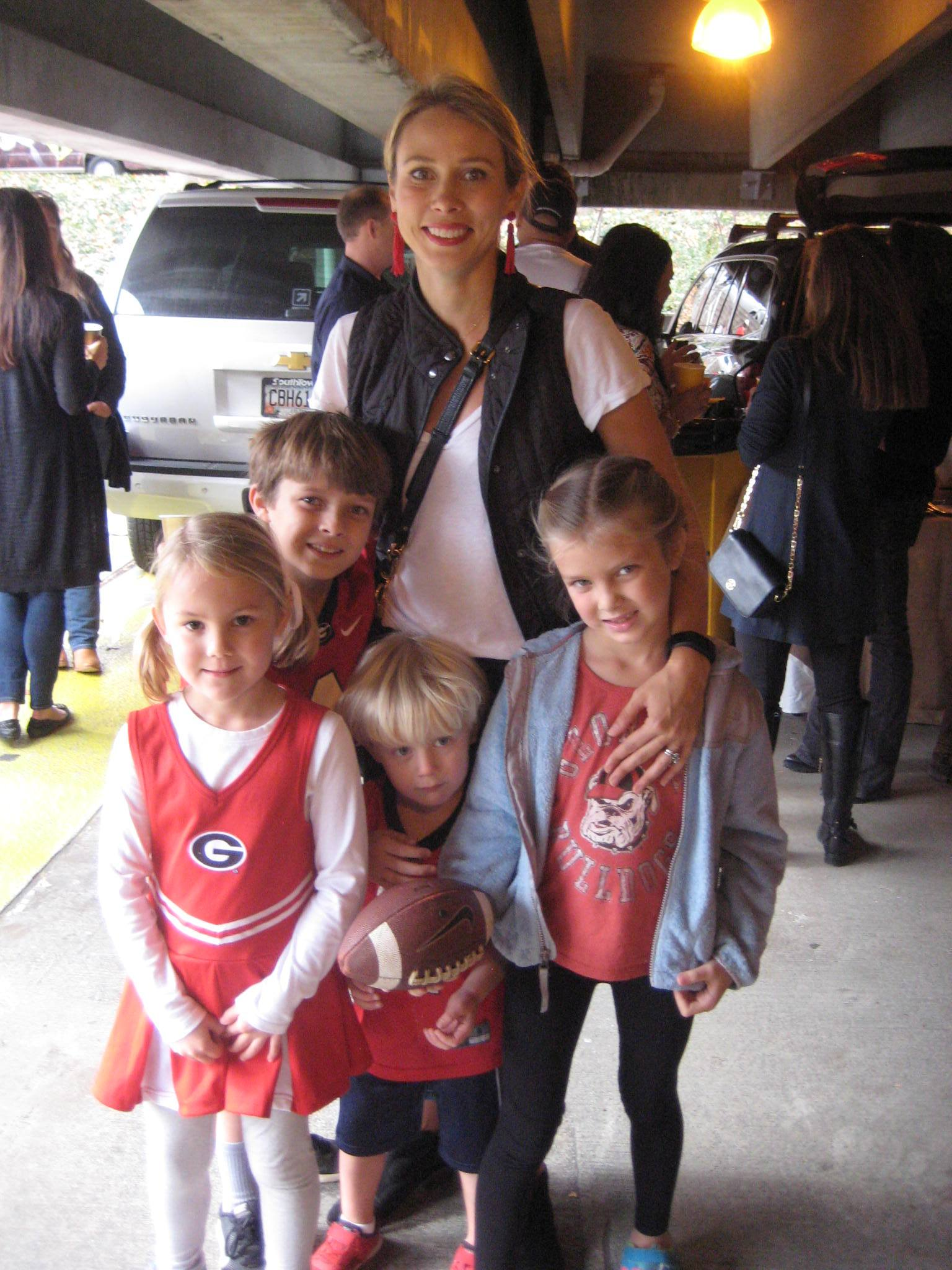 Margaret Whitis, and Carter, Pete, Erin and Molly Hayes - UGA vs. GT - 28-Nov-2015 (Photo by Vance Leavy)