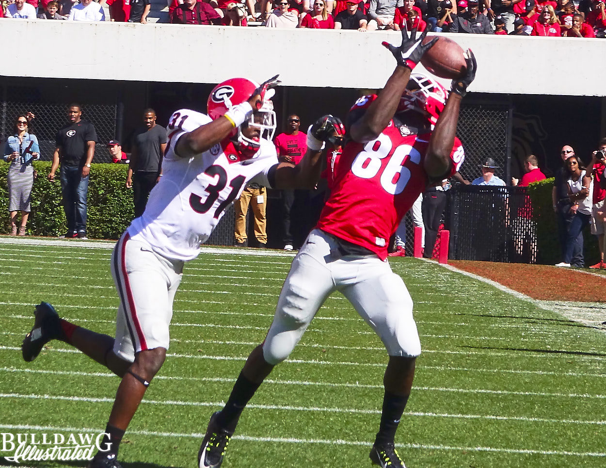 Riley Ridley (86) halls in the pass as Shattle Fenteng (31) defends