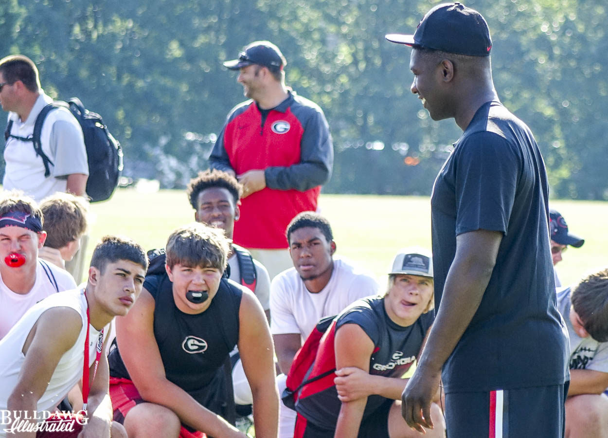 Roquan Smith talks to campers