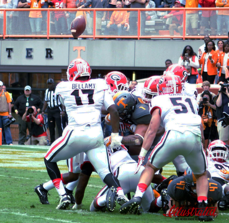 Davin Bellamy searches for the football vs. Tennessee 2015 Photo: Greg Poole/Bulldawg Illustrated