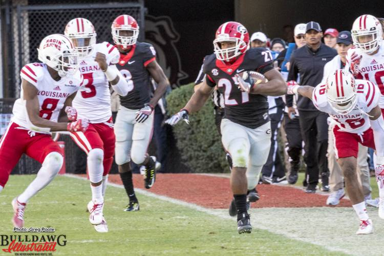 Nick Chubb (27) sprints down the sideline