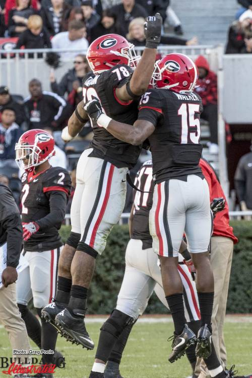 Trenton Thompson (78) celebrates with D'Andre Walker (15)