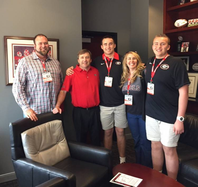Max Wray (middle) with his family, brother Jake Wray (right) and Georgia Head Coach Kirby Smart (photo from Max Wray/Twitter)