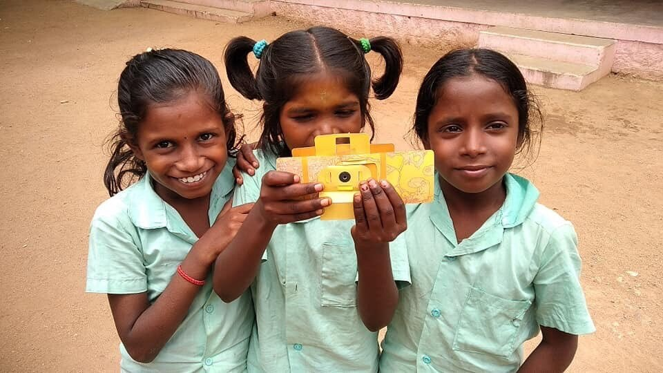 Photo caption - Children with a Foldscope tool