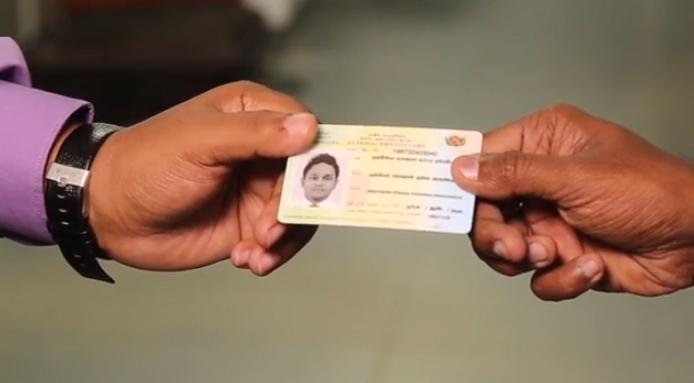 අයදුමේ දී ඡායාරූප 'ඇලවීම' අවශ්ය නැති ජාතික හැඳුනුම්පත ජනවාරි 01 සිට දිවයිනටම Smart-ID-card