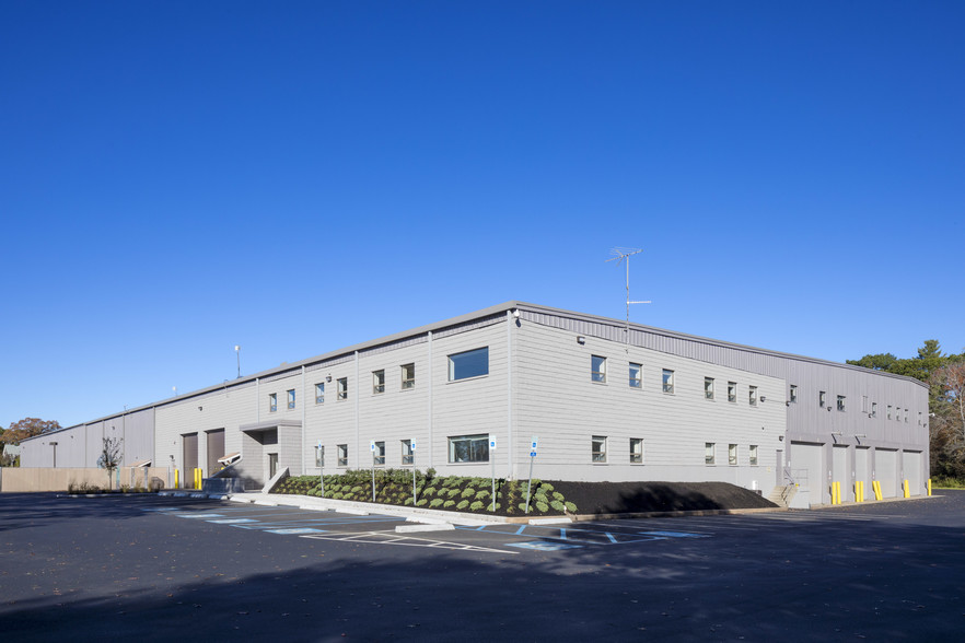 732 750 everett street norwood ma route 128 south industrial building space for lease charles river realty investors