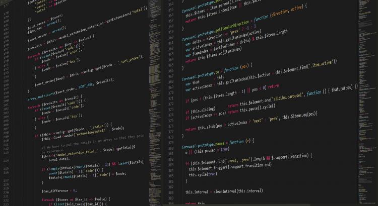 computador com código javascrpti
