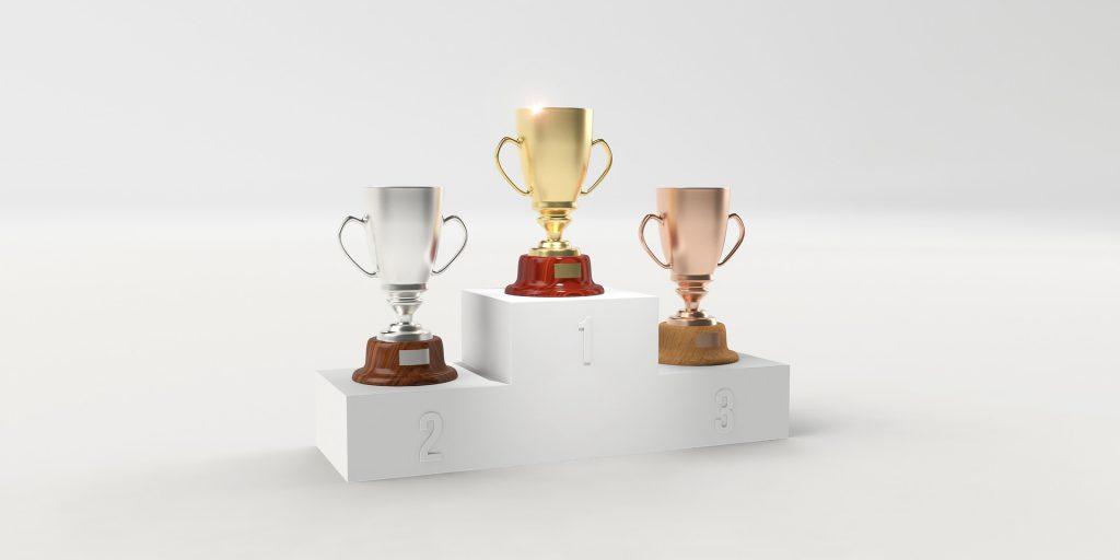 podio com trófeus
