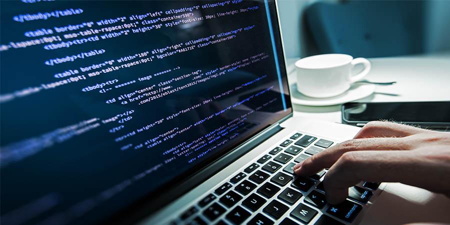 tela com códigos de programação