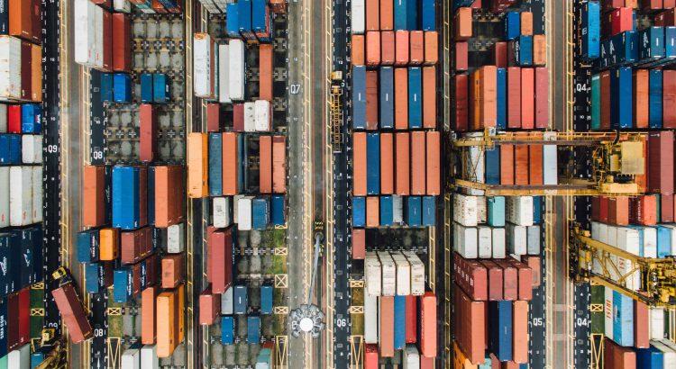 containeres um do lado do outro