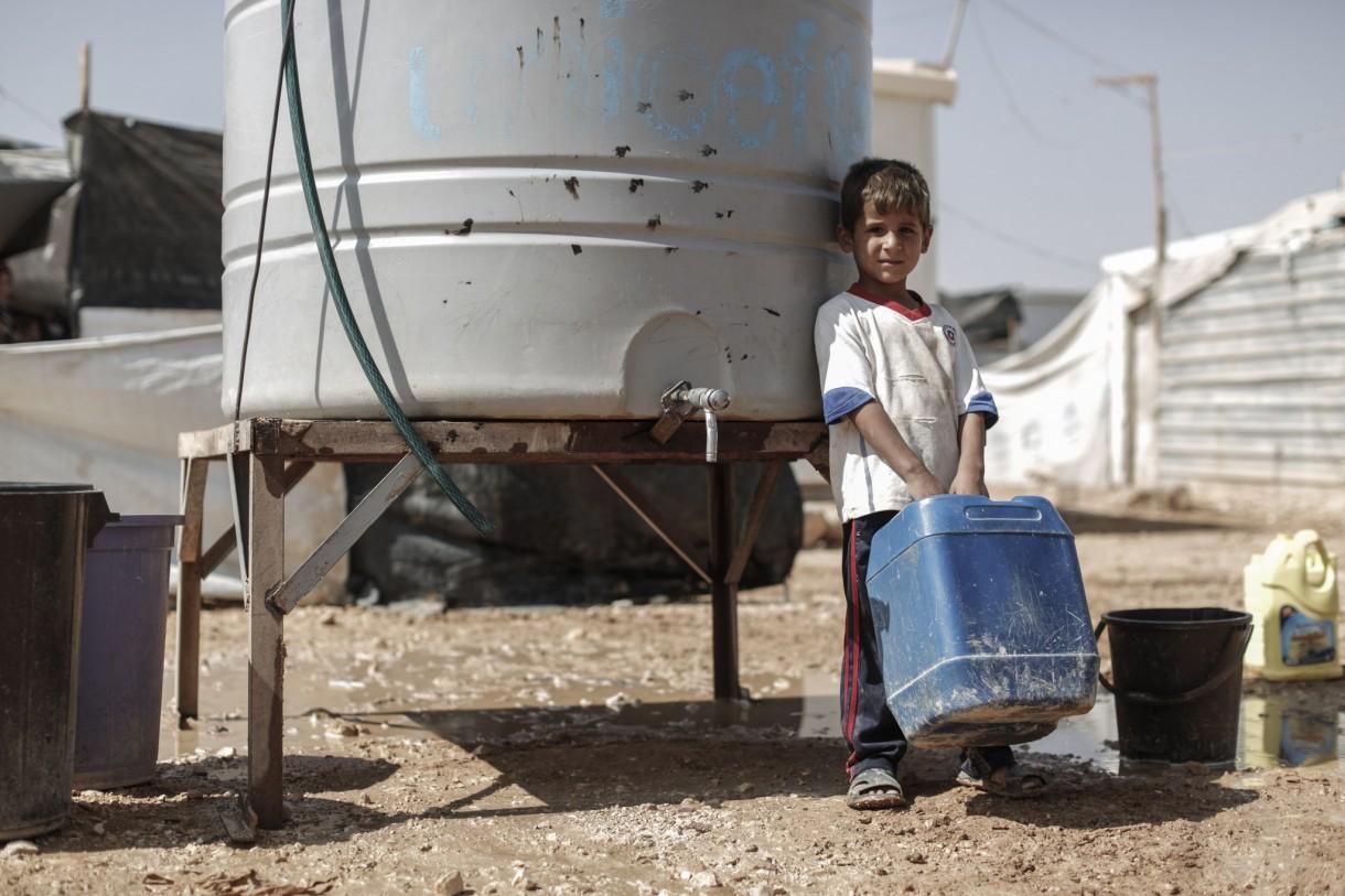 jordan-zaatari-boy-water-ogb94073lpr