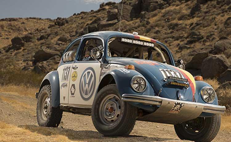 Beetle clásico 1970, aventurándose en desierto de Baja California, México