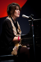 Imogen Heap singing @ PopTech 2010