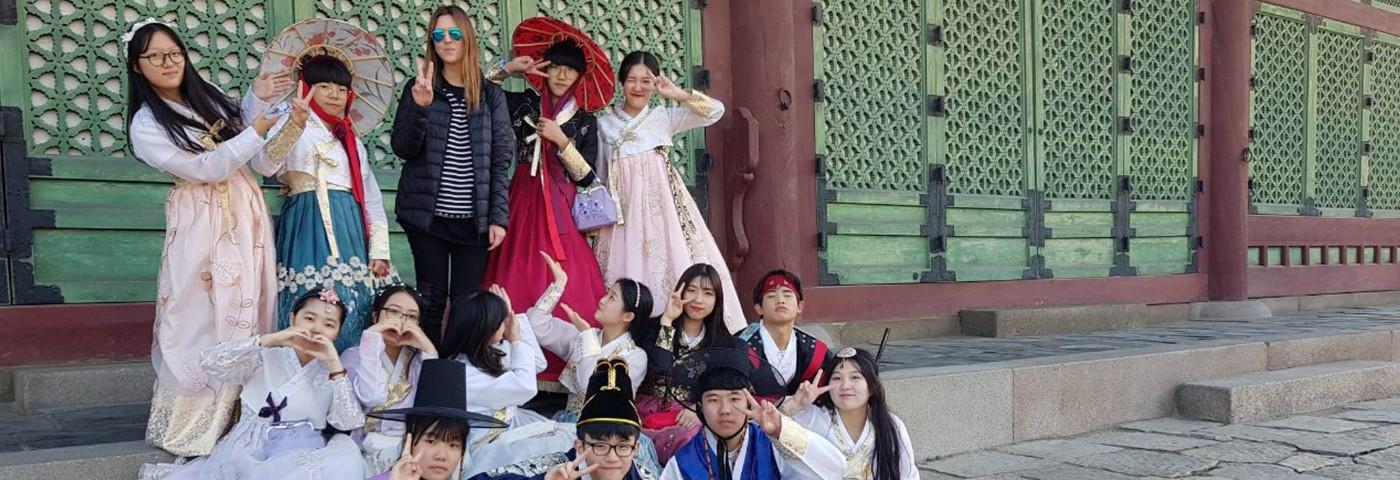 """Joinnus llega a Corea del Sur, como parte de los países representantes de la Alianza del Pacífico</h1> <ul class=""""postSocial""""> <li class=""""itemSocialShare""""> <a href=""""javascript:;"""" class=""""postSocialFacebook""""> <img src=""""http://blog.joinnus.com/wp-content/themes/binderpro/images/facebook.png""""/> </a> </li> <li class=""""itemSocialShare""""> <a href=""""javascript:;"""" class=""""postSocialTwitter""""> <img src=""""http://blog.joinnus.com/wp-content/themes/binderpro/images/twitter.png""""/> </a> </li> <li class=""""itemSocialShare""""> <a href=""""javascript:;"""" class=""""postSocialGoogle""""> <img src=""""http://blog.joinnus.com/wp-content/themes/binderpro/images/google.png""""/> </a> </li> <li class=""""itemSocialShare""""> <a href=""""whatsapp://send?text=Échale un vistazo a este evento 'Joinnus llega a Corea del Sur, como parte de los países representantes de la Alianza del Pacífico' http://blog.joinnus.com/joinnus-llega-a-corea-del-sur-como-parte-de-los-paises-representantes-de-la-alianza-del-pacifico/"""" class=""""postSocialWhatsapp"""" data-action=""""share/whatsapp/share""""> <img src=""""http://blog.joinnus.com/wp-content/themes/binderpro/images/whatsapp.png""""/> </a> </li> </ul>"""