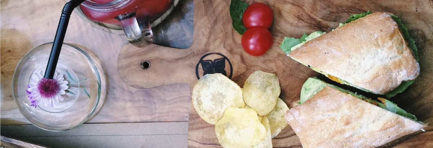 "5 restaurantes en Lima donde sacarás las mejores fotos para Instagram</h1> <ul class=""postSocial""> <li class=""itemSocialShare""> <a href=""javascript:;"" class=""postSocialFacebook""> <img src=""http://blog.joinnus.com/wp-content/themes/binderpro/images/facebook.png""/> </a> </li> <li class=""itemSocialShare""> <a href=""javascript:;"" class=""postSocialTwitter""> <img src=""http://blog.joinnus.com/wp-content/themes/binderpro/images/twitter.png""/> </a> </li> <li class=""itemSocialShare""> <a href=""javascript:;"" class=""postSocialGoogle""> <img src=""http://blog.joinnus.com/wp-content/themes/binderpro/images/google.png""/> </a> </li> <li class=""itemSocialShare""> <a href=""whatsapp://send?text=Échale un vistazo a este evento '5 restaurantes en Lima donde sacarás las mejores fotos para Instagram' http://blog.joinnus.com/5-restaurantes-en-lima-donde-sacaras-las-mejores-fotos-para-instagram/"" class=""postSocialWhatsapp"" data-action=""share/whatsapp/share""> <img src=""http://blog.joinnus.com/wp-content/themes/binderpro/images/whatsapp.png""/> </a> </li> </ul>"