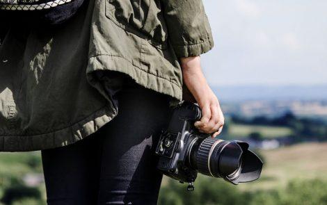 Si vas de viaje estas son las cámaras ideales para quienes practican deportes de aventura