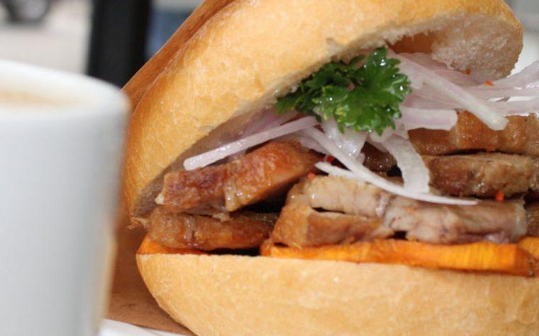 Descubre dónde comer el mejor pan con chicharrón de Lima