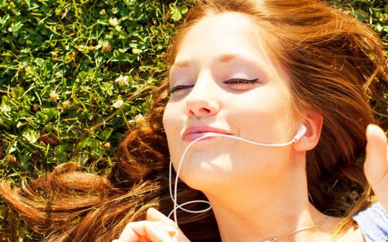 10 canciones que debes escuchar para levantar los ánimos