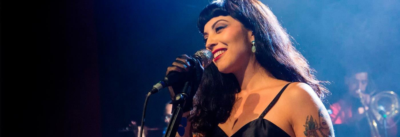 """Conoce algunos de los mejores conciertos de la cantante chilena Mon Laferte</h1> <ul class=""""postSocial""""> <li class=""""itemSocialShare""""> <a href=""""javascript:;"""" class=""""postSocialFacebook""""> <img src=""""http://blog.joinnus.com/wp-content/themes/binderpro/images/facebook.png""""/> </a> </li> <li class=""""itemSocialShare""""> <a href=""""javascript:;"""" class=""""postSocialTwitter""""> <img src=""""http://blog.joinnus.com/wp-content/themes/binderpro/images/twitter.png""""/> </a> </li> <li class=""""itemSocialShare""""> <a href=""""javascript:;"""" class=""""postSocialGoogle""""> <img src=""""http://blog.joinnus.com/wp-content/themes/binderpro/images/google.png""""/> </a> </li> <li class=""""itemSocialShare""""> <a href=""""whatsapp://send?text=Échale un vistazo a este evento 'Conoce algunos de los mejores conciertos de la cantante chilena Mon Laferte' http://blog.joinnus.com/conoce-algunos-de-los-mejores-conciertos-de-la-cantante-chilena-mon-laferte/"""" class=""""postSocialWhatsapp"""" data-action=""""share/whatsapp/share""""> <img src=""""http://blog.joinnus.com/wp-content/themes/binderpro/images/whatsapp.png""""/> </a> </li> </ul>"""