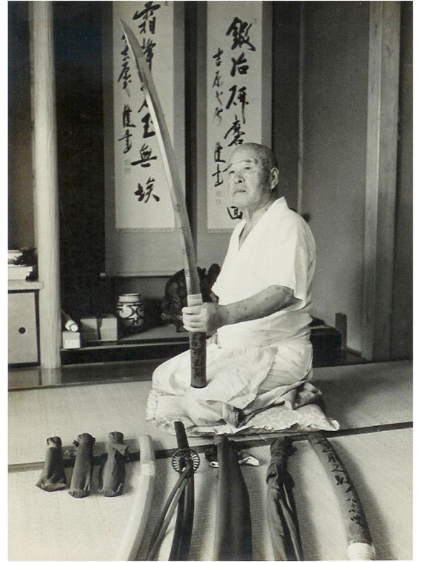 Kuniie inspecting a blade in 1969.