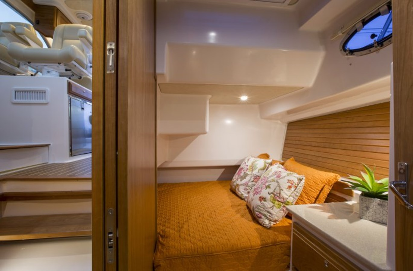 bc41 stateroom - 41 BACK COVE For Sale