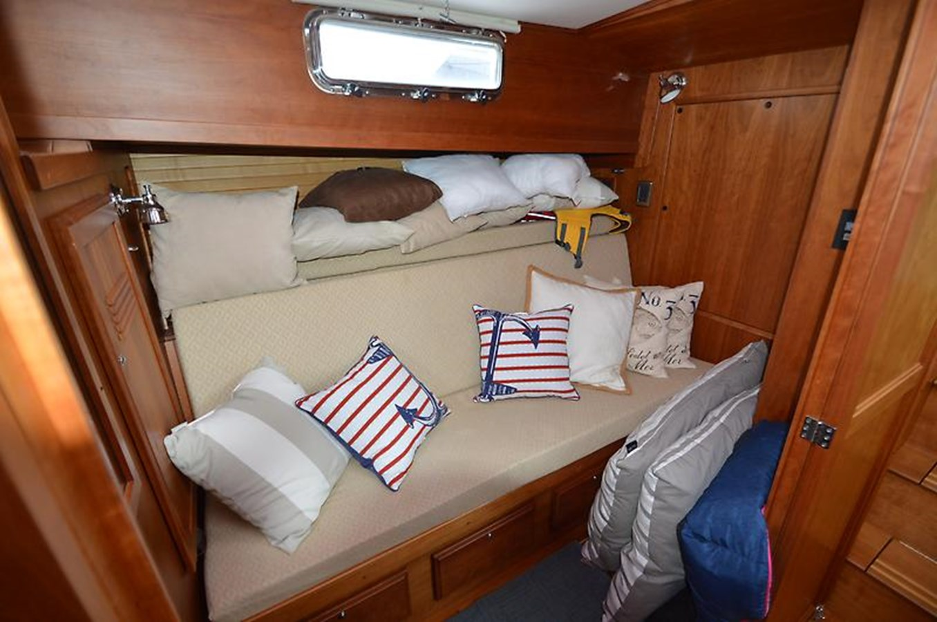 Sofa Seating - 42 SABRE YACHTS For Sale